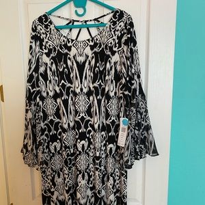 NWT black and white flare sleeve split dress